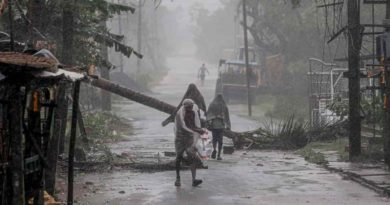 Windstorm abandons a path of demolition