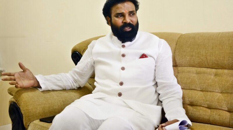 Minister B Sriramulu,
