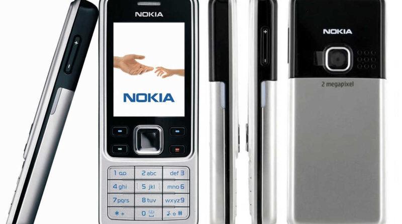 Nokia 8000 4G poster